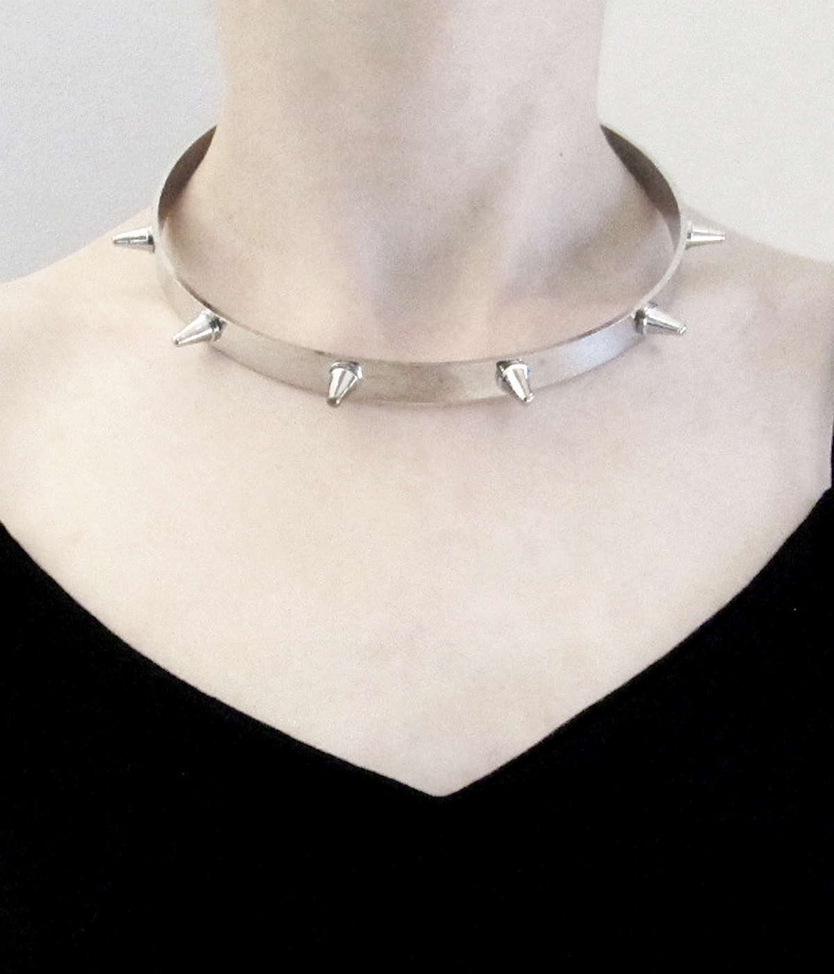 COLLAR PUNK DE METAL CON PINCHOS