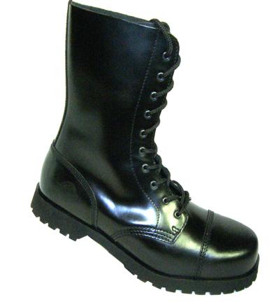 botas de madera negra
